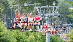 Běhej Lesy: start z lanovky, výhled na Beskydy