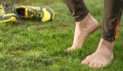 4 tipy, které vás zbaví trápení s černými nehty