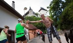 Běhej Lesy: Karlštejn i Ameriku nejrychleji dobyli Vokrouhlík s Churaňovou