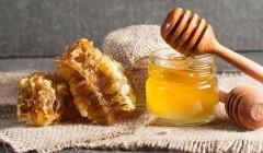 Může med nahradit energetický gel?