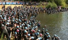 Největší triatlonový závod v Česku ovládli Švarc a Kotopulu